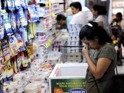 La inflación acumulada en Venezuela se ha disparado en los primeros cuatro meses del año hasta un 12,5 %, tras cerrar 2012 en un 20,1 %. EFE/Archivo