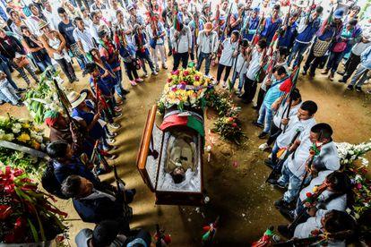 Funeral del líder indígena Edwin Dagua en el municipio de Caloto, quien fue asesinado por buscar proteger la reserva ecológica Huellas, de Colombia.