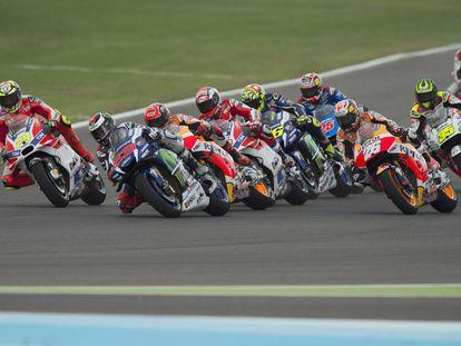 Los pilotos de MotoGP durante la salida del GP de Argentina.