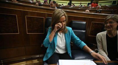 La ministra Ana Mato en el pleno del Congreso de los Diputados.