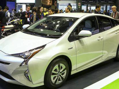 Stand de Toyota en el MWC 2018. En vídeo, Huawei utiliza la Inteligencia Artificial para conducir un coche con un móvil.
