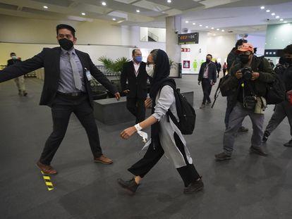 Una refugiada afgana, a su llegada al aeropuerto internacional de Ciudad de México el pasado 25 de agosto.