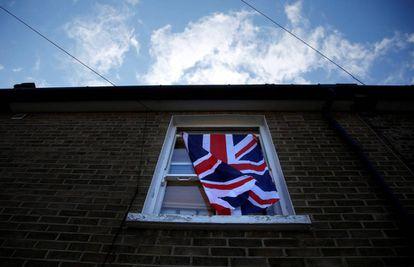 La bandera británica, en una vivienda de Londres.