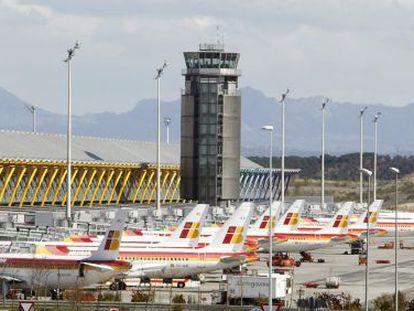 Aviones de Iberia en tierra en el aeropuerto de Barajas.