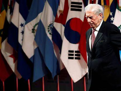 Mario Vargas Llosa, hoy, durante la inauguración del VIII Congreso Internacional de la Lengua Española en Córdoba (Argentina).