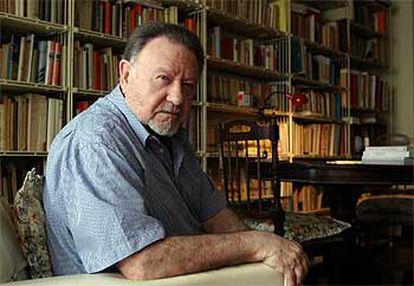 Medardo Fraile, en su casa de Madrid, obtuvo el Premio de la Crítica en 1965 por 'Cuentos de verdad'.