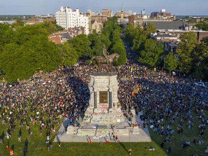 Estatua ecuestre del general Robert E. Lee, este martes, en Richmond.
