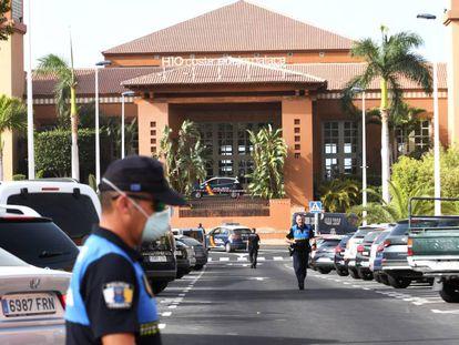 Vista del hotel Costa Adeje Palace en La Caleta (Tenerife). En vídeo, la expansión del coronavirus por el mundo.