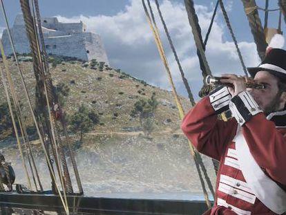 Un actor en el papel de Lord Cochrane, ante el Castell de la Trinidat de Roses, en el audiovisual que puede verse en la fortaleza.