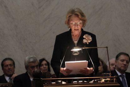 Soledad Puértolas realiza su discurso para entrar en la Real Academia Española.
