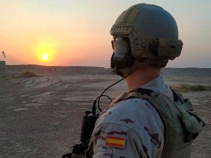 Un soldado español en la base Gran Capitán, en Besmayah (Irak). @emad_md