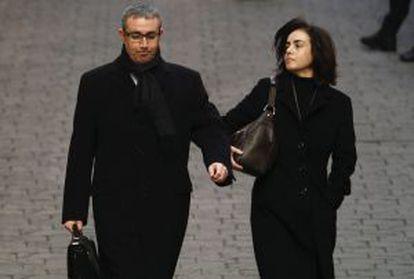 Diego Torres y su esposa, Ana María Tejeiro, llegan al juzgado de Palma el pasado febrero.