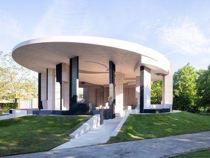 Vista del proyecto que Counterspace ha construido para el Serpentine Pavilion 2021.