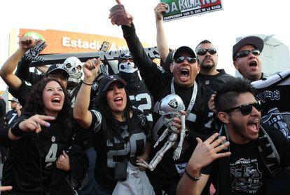 Los aficionados mexicanos de los Raiders
