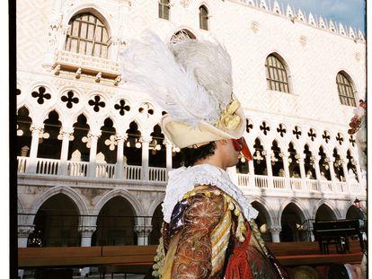 Visitar venecia en una expedición de lujo es algo bastante envidiable (aquí, una de las imágenes de aquello), pero el autor jura que en la vida también hay alguna cosa más.