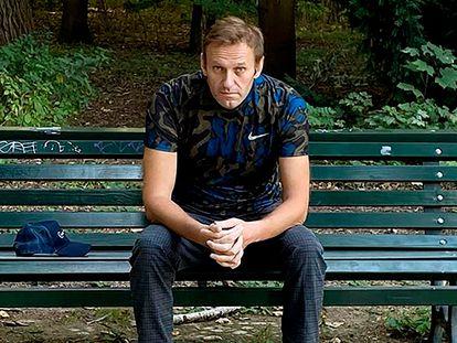 Alexéi Navalni sentado en un banco en Berlín en una imagen de su instagram publicada el pasado 23 de septiembre.