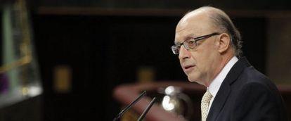 El ministro de Hacienda, Cristóbal Montoro, durante su intervención en el Congreso.