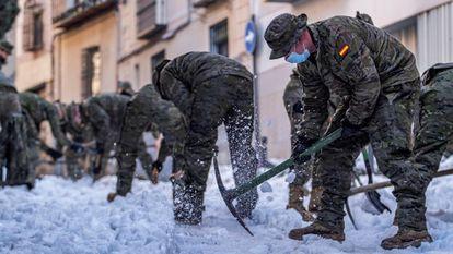 Militar de Emergencias (UME) y la Brigada Paracaidista (BRIPAC) del Ejército de Tierra, desplegados en Toledo para efectuar trabajos de limpieza.
