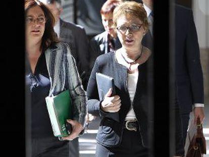 Las Consejeras de la Presidencia y de Hacienda y Administraciones Publicas en funciones, María del Mar Moreno y Carmen Martinez Aguayo.