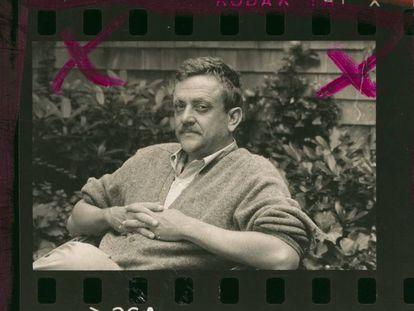Kurt Vonnegut, sentado en Concord (Nueva Hampshire), en una imagen de 1971.