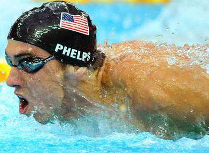 El nadador supera a Mark Spitz