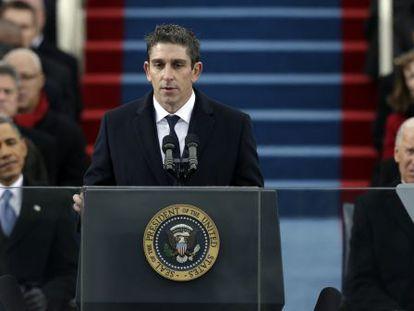 El poeta de origen cubano Richard Blanco lee un poema durante la posesión de Barack Obama, el pasado 21 de enero.