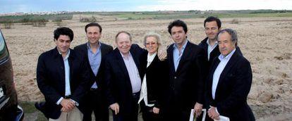 Sheldon Adelson, tercero por la izquierda, en Alcorcón en 2012.