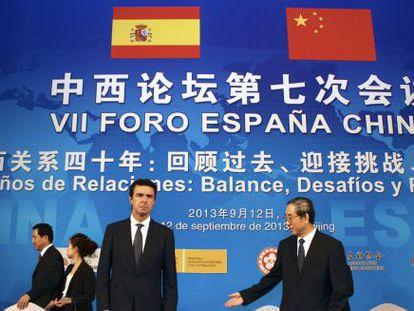 José Manuel Soria (izquierda), este jueves en Pekín.