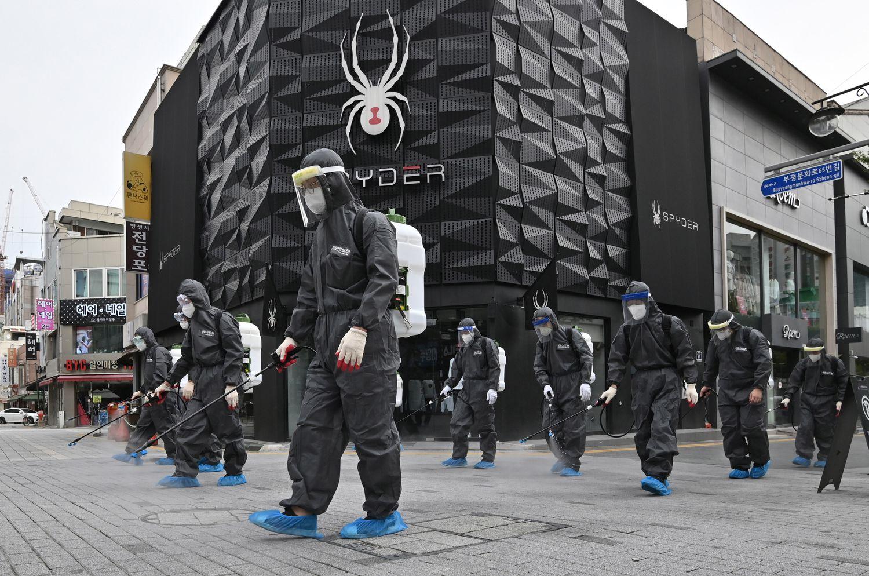 Desinfección de calles en la ciudad surcoreana de Incheon, en septiembre.