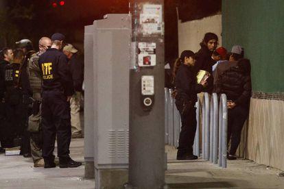 Detenidos en la redada contra la MS-13, en la madrugada del miércoles en Los Ángeles.