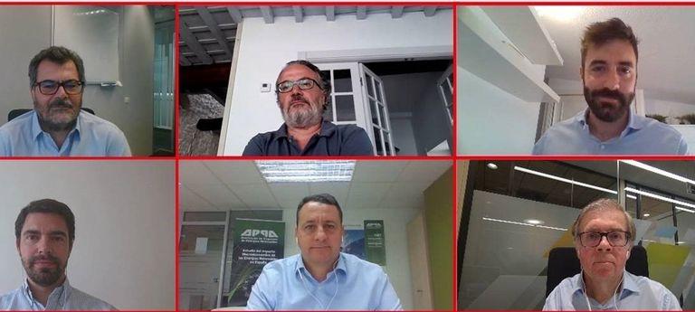 Desde la izquierda, Roberto Cabrera (Acciona), Miguel Ángel Noceda (EL PAÍS), Joan Groizard (IDAE), Diego Vizcaíno (AFI), Santiago Gómez Ramos (APPA Renovables) y Carlos Barrientos (Bankia).