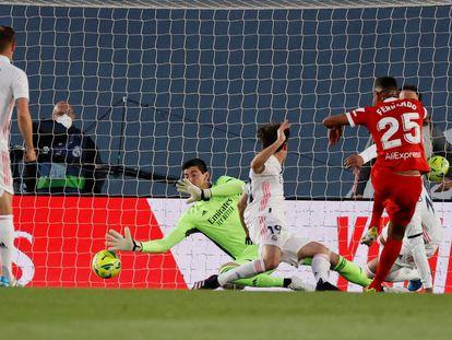 Fernando hace el primer gol del Sevilla.