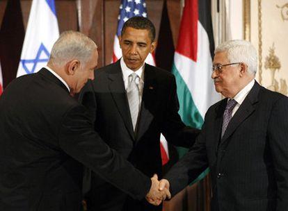 Barak Obama, entre el primer ministro israelí Benjamín Netanyahu (a la izquierda) y el presidente de la Autoridad Palestina, Mahmud Abbas, el pasado septiembre en Nueva York.