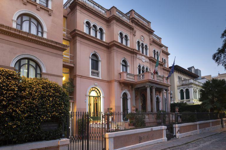 Edificio de la Casa degli Italiani que alberga el liceo italiano.