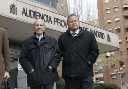Simón Viñals, responsable médico del botiquín del Madrid Arena, junto a su hijo Carlos.