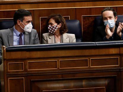 Pedro Sánchez, Carmen Calvo y Pablo Iglesias, el pasado 3 de diciembre en el Congreso.