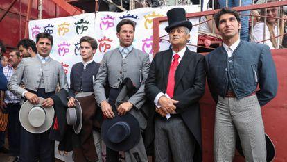 Los toreros Francisco y Cayetano Rivera Ordóñez,  José Antonio Canales Rivera y José Rivera Pérez, 'Riverita', en un homenaje a este en Zahara de los Atunes en abril de 2019.