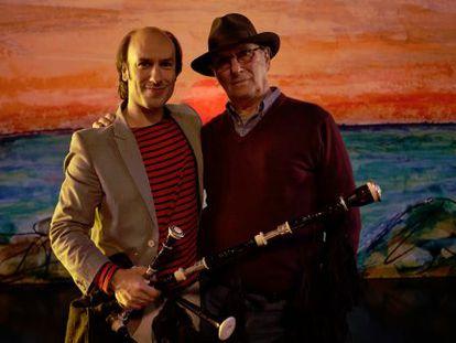 Carlos Núñez y Carlos Saura durante el rodaje de 'La jota'.