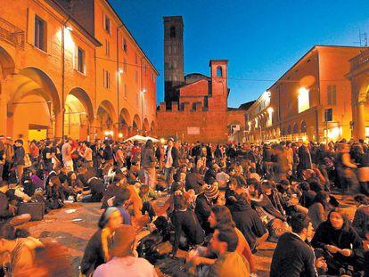 Fiesta de estudiantes en Bolonia (Italia).