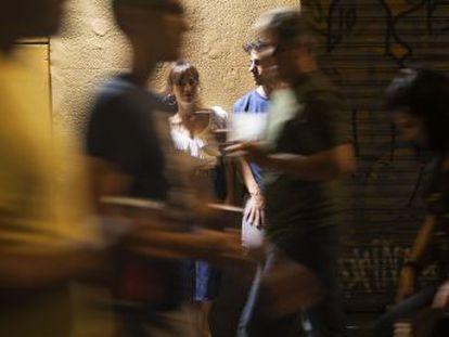 El director estrena hoy 'La virgen de agosto', una película rodada hace un año durante las populares fiestas madrileñas con Itsaso Arana como su protagonista y coguionista