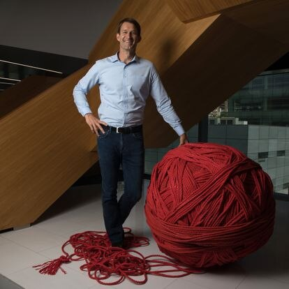Andy Poppink posa en la sede de JLL España en Madrid.