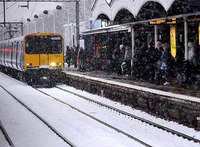 La nieve en Londres ha provocado serios problemas en toda su red de transportes