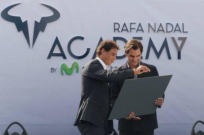 Nadal y Federer, durante la ceremonia inaugural en Manacor.