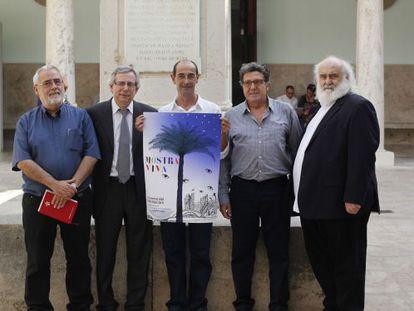 Los organizadores de la Mostra Viva, en la presentación del gran festival.