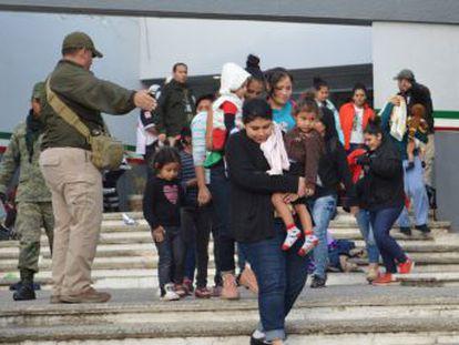 Los migrantes fueron localizados al borde de la asfixia en varios vehículos en Tamaulipas y Veracruz
