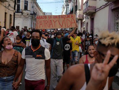Manifestación contra el Gobierno cubano en La Habana, el domingo.