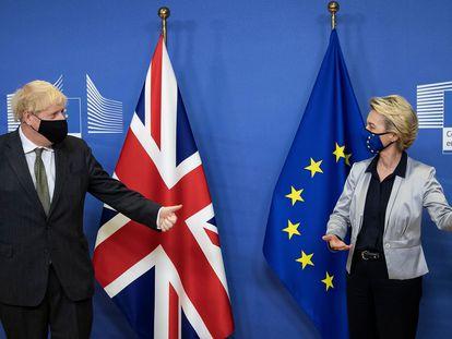 El primer ministro británico, Boris Johnson, y la presidenta de la Comisión Europea, Ursula von der Leyen, tras una  reunión pos-Brexit en diciembre en Bruselas.