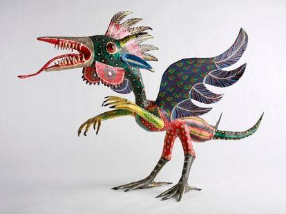 El pájaro alebrije de Pedro Linares en el Museo de los Niños de Indianápolis.