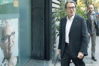 Artur Mas, presidente catalán, al llegar este lunes a la sede de CDC. / Andreu Dalmau (EFE)