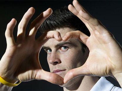 Bale hace el gesto con el que celebra sus goles.